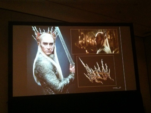 So many women dressed as Thranduil at this Con!