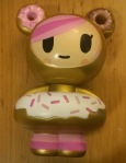 Tokidoki Comic Con exclusive: Donutella, Gold. Vinyl.